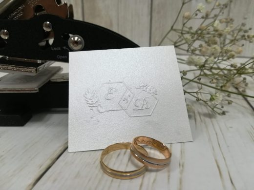 Sellos de golpe seco para papelería de bodas