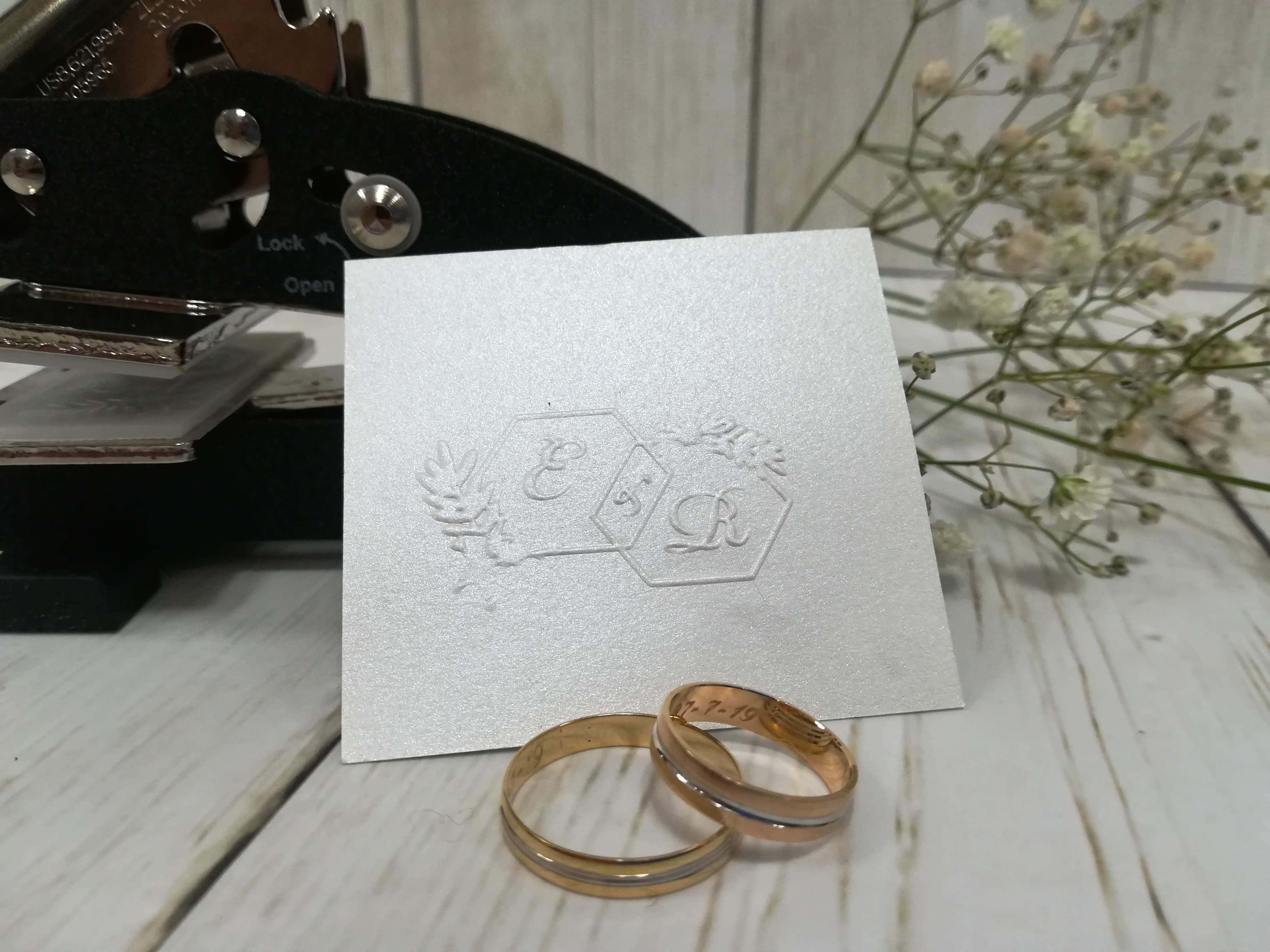 Sellos de golpe seco personalizados para bodas