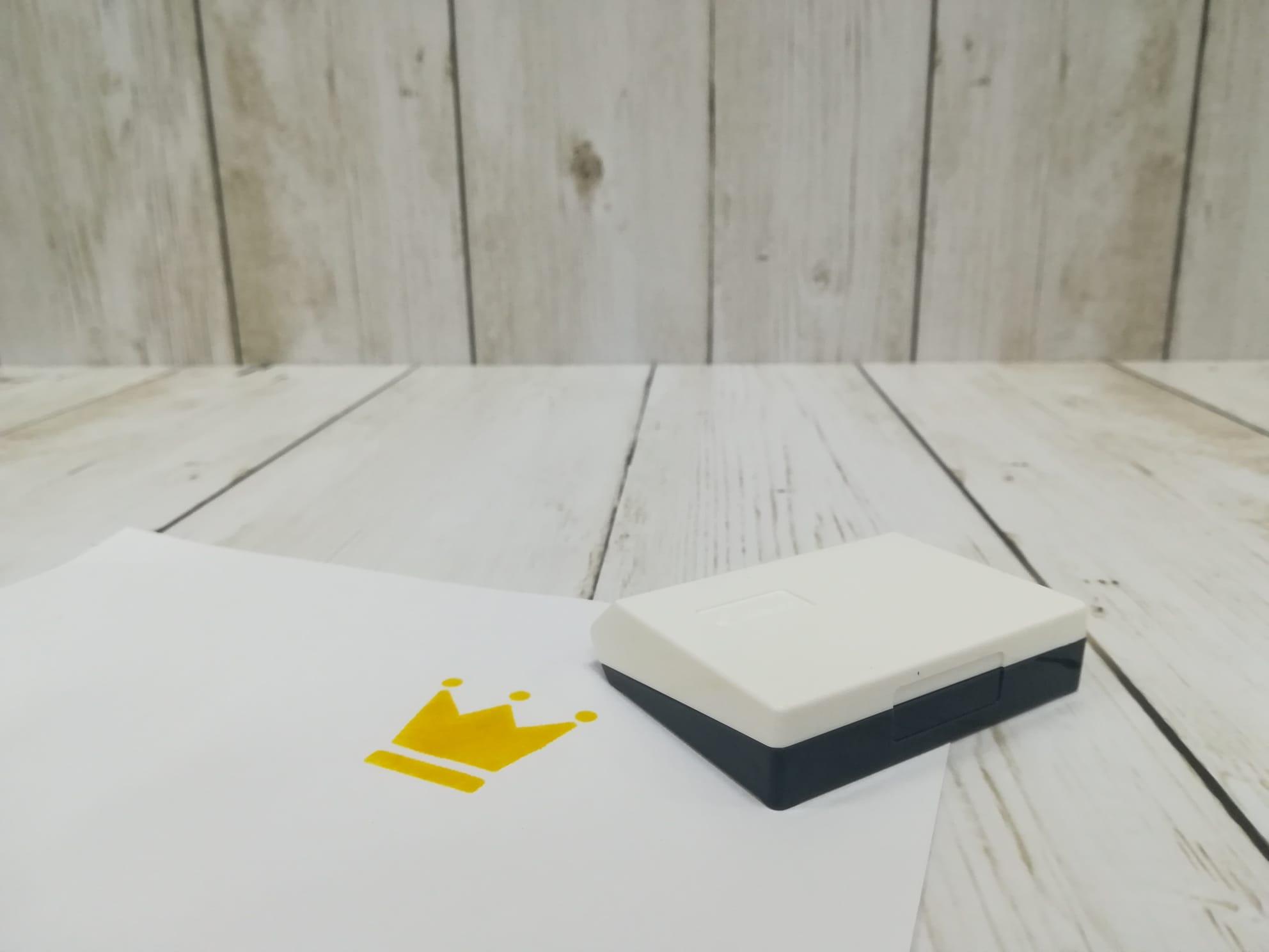 tampon-tinta-papel-amarillo