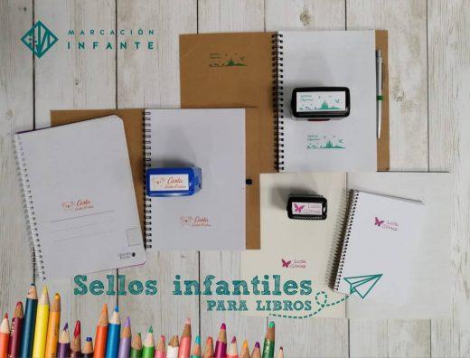 Libretas y cuadernos identificados con sellos automáticos infantiles para libros