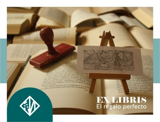 Ex-libris personalizado sobre un montón de libros
